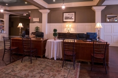 Niagara-Crossing-Front-Desk