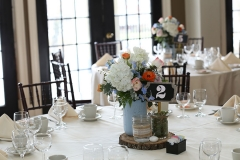 Wedding-table-with-flowers-in-a-mason-jar